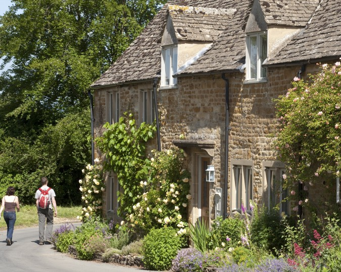walking holiday cotswolds